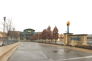 Entrance_to_Twelve_Mile_Crossing_at_Fountain_Walk_Shopping_Center_Novi_Michigan